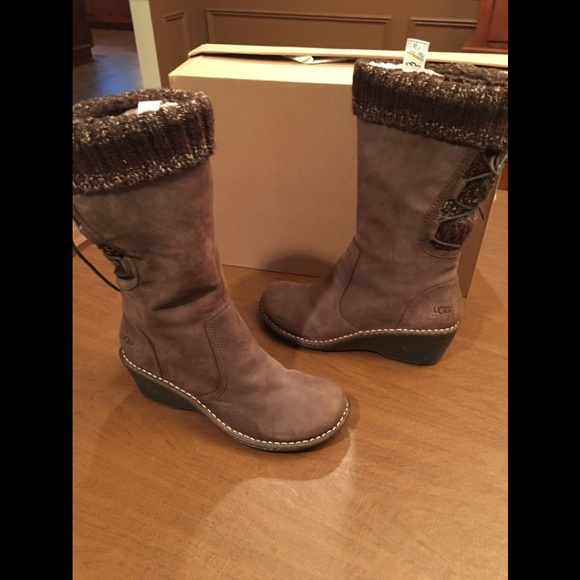 02552ec0993 Ugg Australia skylair leather wedge boots s/n 1936 NWT
